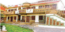 chokhi dhani cottages jaipur